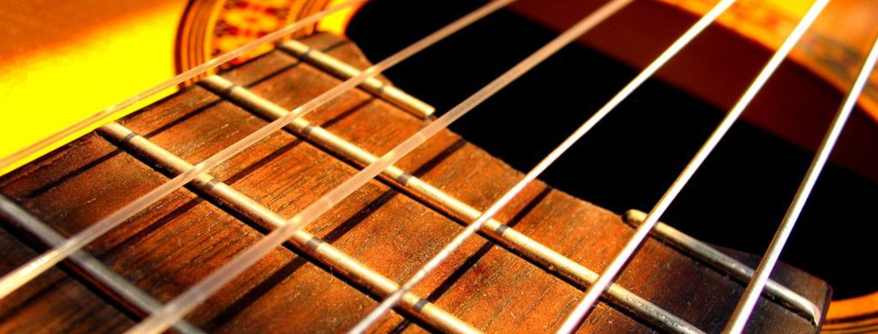 Experienced, professional classical guitarist and fully qualified music teacher available for guitar tuition.